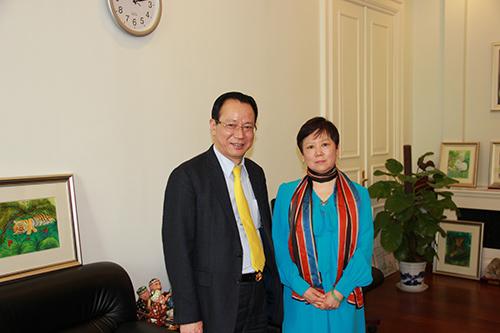 于活动正式开始之前在人民大会堂陕西厅会见了中外友好协会会长李小林图片